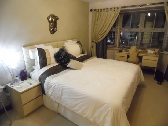 Lanes Guest House: room