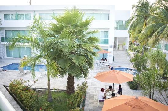 Hotel Los Cocos: Vue depuis notre chambre sur la piscine