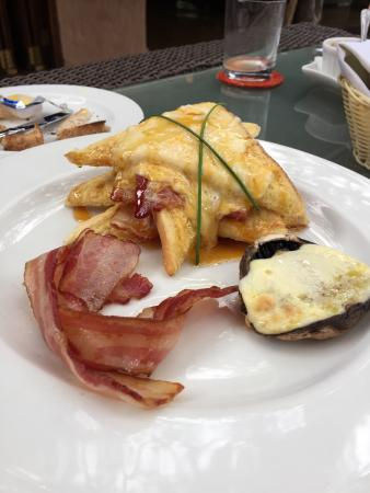 Motswiri Private Safari Lodge : Lovely breakfast special of stuffed French toast
