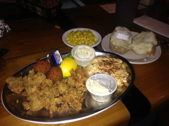 Surf Rider West: Oysters and crab cake combo