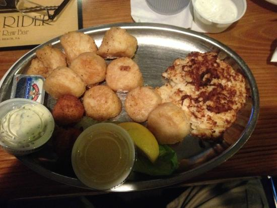 Surf Rider West: Scallops and crab cake combo