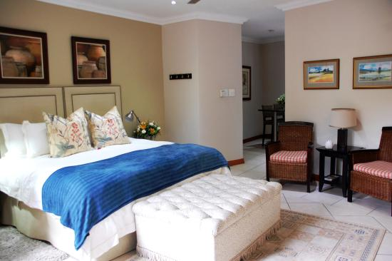 Rivonia Bed & Breakfast: Superior bedroom en-suite with kitchenette