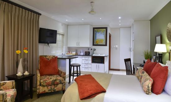 Rivonia Bed & Breakfast: Standard s/c bedroom en-suite with kitchenette
