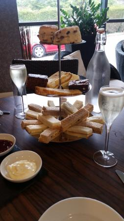 Knaresborough, UK: A very lovely afternoon tea!!