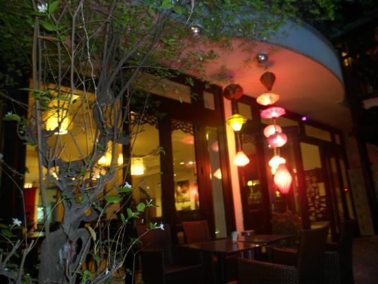 Faifoo Boutique Hotel: l'entrée de l'hôtel de nuit