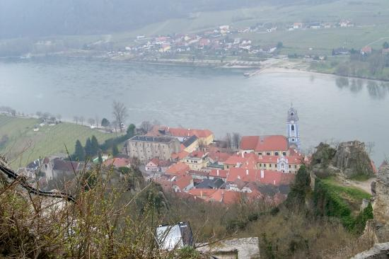 Wienguide Tours: View of Danube Valley from the Castle Ruins