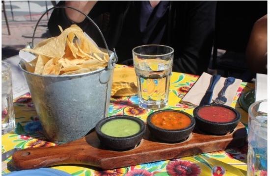 Milagros: Nachos with guacamole
