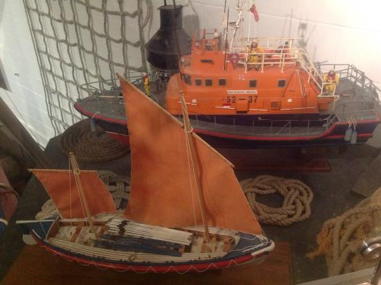 The Mo, Sheringham Museum: Model of ancient and modern lifeboats