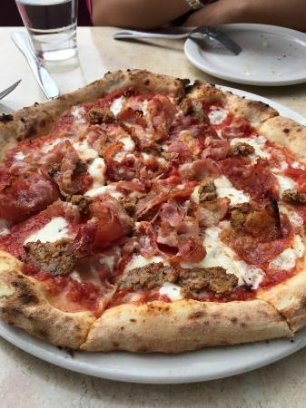 Dough Pizzeria Napoletana: pork love pizza