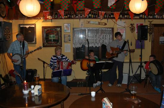 Carrowkeel Camping & Caravan Park : One of the impromptu sessions in our Clubhouse.