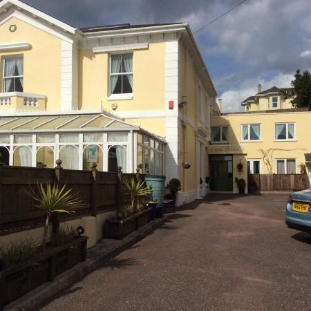 Riviera Lodge Hotel Torquay: View from the car park