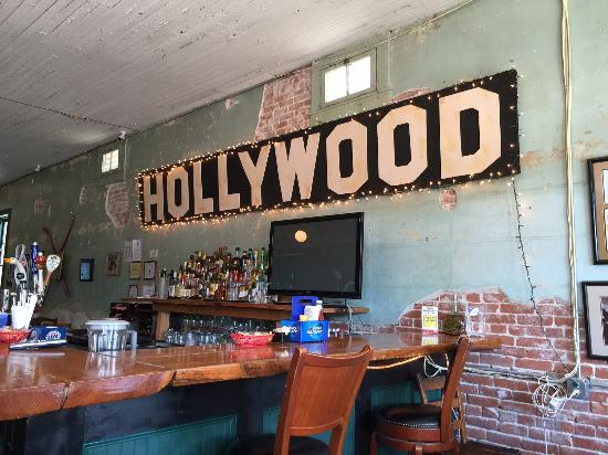 Hollywood Cafe: Sign above the bar