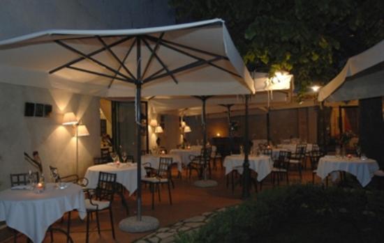 Il giardino di sera - Picture of La Terrazza del Chiostro, Pienza ...