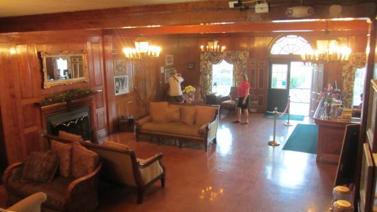 Clewiston Inn: hall