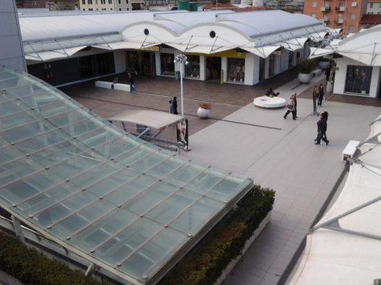 Molo 8.44: centro commerciale