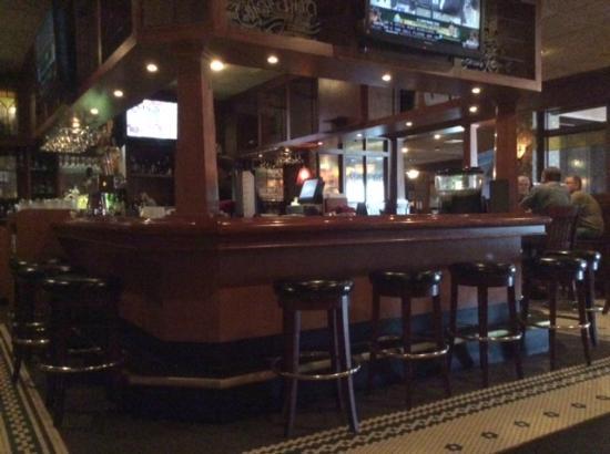 Minerva's Restaurant & Bar: Bar