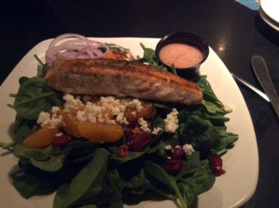 Minerva's Restaurant & Bar: Salmon