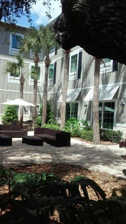 Hampton Inn New Smyrna Beach Hotel Grounds