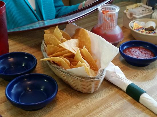 Margarita's Mexican Restaurant: Chips and salsa