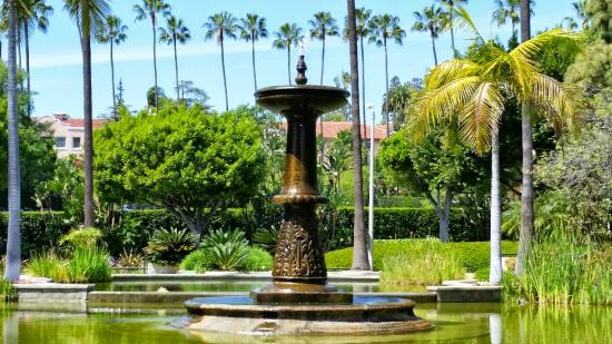 Will Rogers Memorial Park: Fountain With The Beverly Hills Hotel Behind.