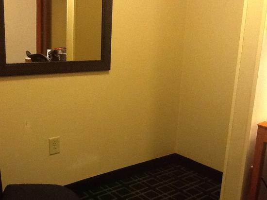Fairfield Inn & Suites Hazleton: weird closet-like empty space in one bedroom suite