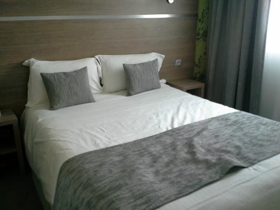 Beaujoire Hotel : le lit