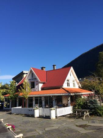 Stryn Coffeebar & Country Inn