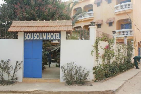 Sou Soum Hotel: vue depuis la rue