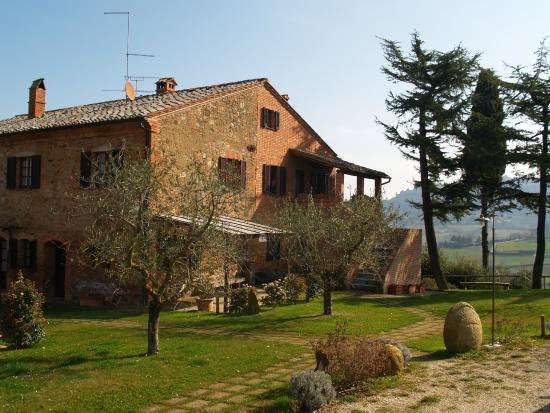 ‪‪Agriturismo Villa Mazzi‬: View of Farmhouse‬