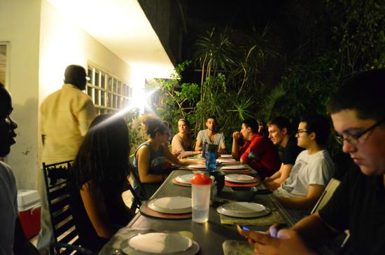 Eucalyptus Guest House: Dinner Family Style!
