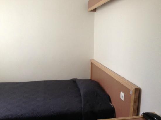 Edgar Quinet Hotel : tête de lit
