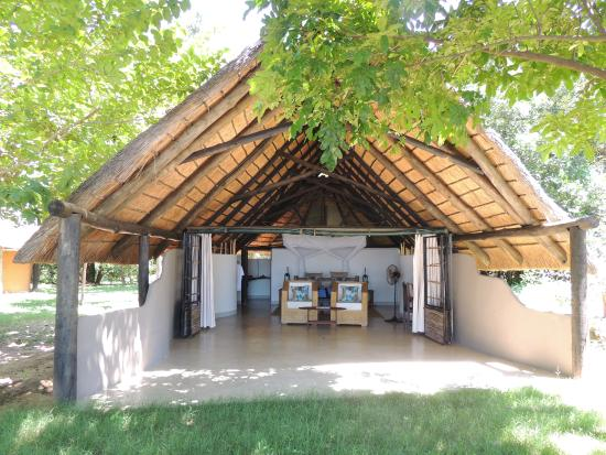 Nkwali Camp: Open Chalet