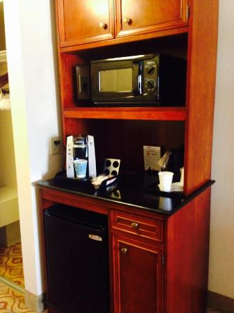 Hilton Garden Inn Florence: Coffee station with Keuirg!