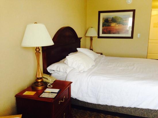 Hilton Garden Inn Florence: Comfortable bed!