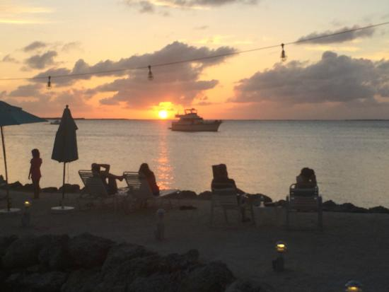 Amy Slate's Amoray Dive Resort: Wonderul sunset every night