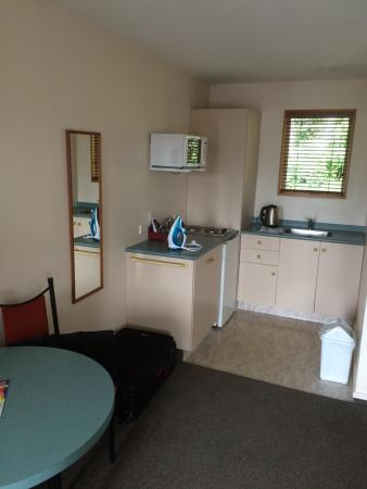 Alexis Motor Lodge: Good clean kitchen facility in unit