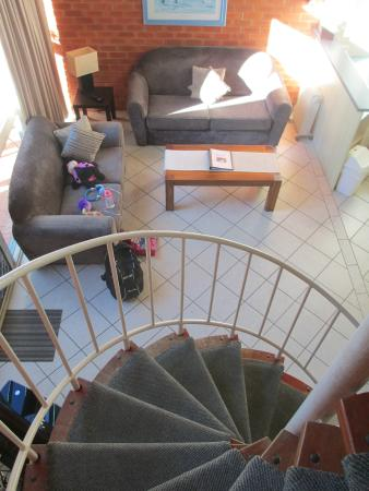 Shelly Beach Resort: View of lounge room from the top of the stairs