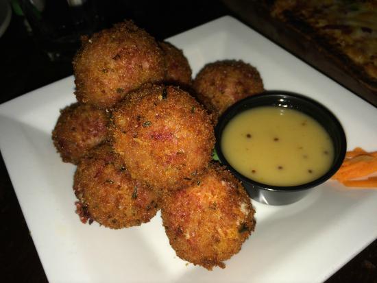 "Siracusa, estado de Nueva York: Reuben Fritters (""Irish Cannonballs"")"