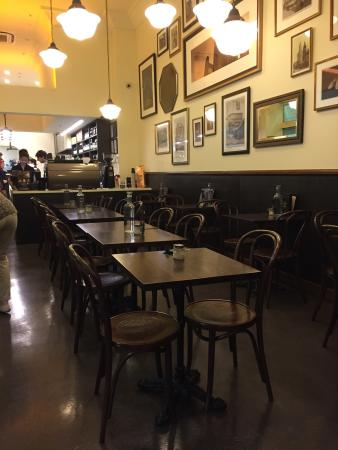 1932 Cafe & Restaurant: Superb little place offering a journey back to the happy 30's - music included!