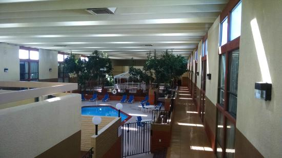 BEST WESTERN Sally Port Inn & Suites: pool area