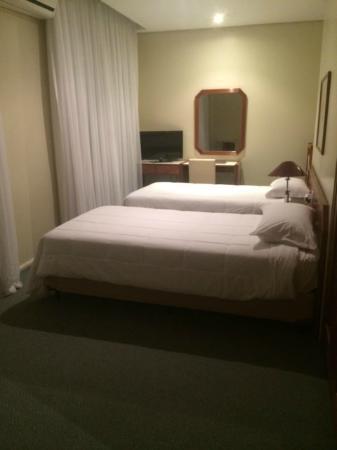Plaza Porto Alegre Hotel : quarto
