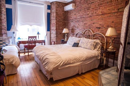Angelica Blue Bed & Breakfast: Victorian Room