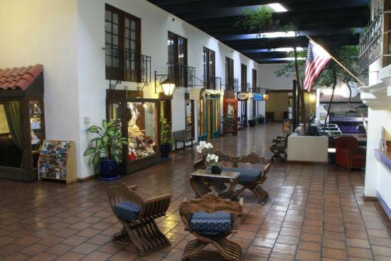 Ramada Las Cruces Hotel and Conference Center: Lobby