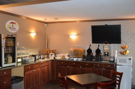 Super 8 by Wyndham Vernon BC: Breakfast Area
