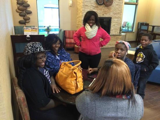 Comfort Suites Buffalo : Girl Talk.