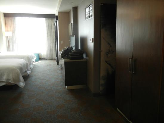SpringHill Suites Denver Downtown : Sleeping area; bathroom is on the right at the end of this view.