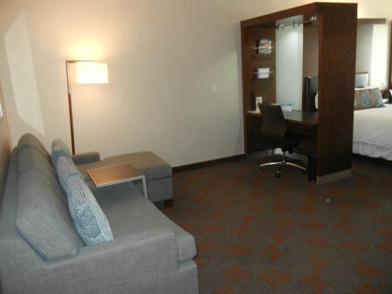 SpringHill Suites Denver Downtown : Seating area and desk