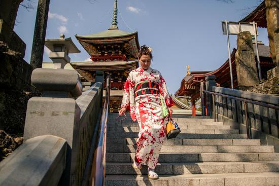 Naritasan Omote Sando : Примерила кимоно)