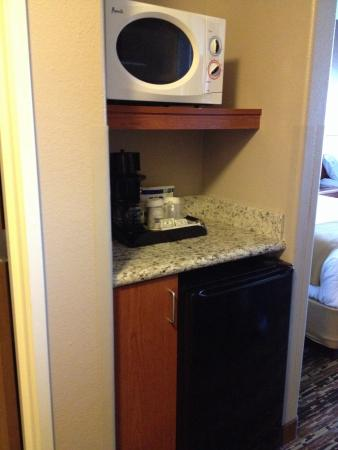 Holiday Inn Express Douglas: The microwave and fridge were a nice touch.