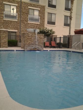 Hilton Garden Inn Phoenix/Avondale : the pool was heated
